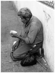 Realidad (Daniel Bowen.) Tags: blancoynegro limosna señor calles calle pobreza