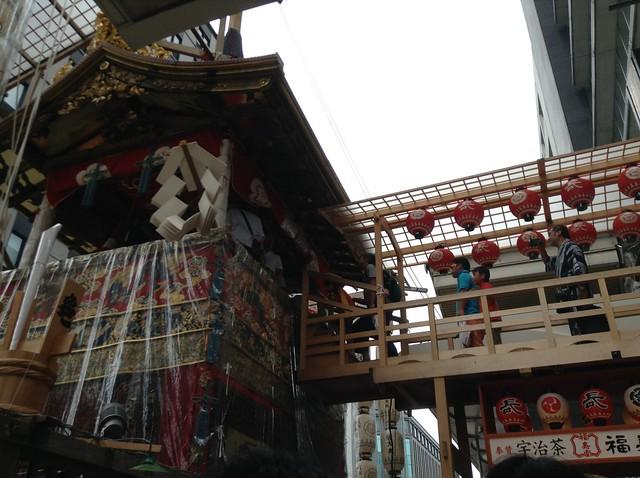 長刀鉾に乗る人増えてきてる・・・良いなー良いなー何がうらや。|祇園祭宵山