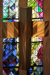 Altarkreuz (gripspix) Tags: church bronze artwork cross kirche stainedglass kreuz bronce kunstwerk odenwald buchen buntglasfenster 20130821 stgoswald gertrudereum
