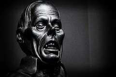 Lon Chaney (awdylanis) Tags: bw statue dark weird orlando intense scary florida freaky horror universal scared universalstudios bwphoto universalstudiosorlando lonchaney horrormakeupshow universalstudiosflorida lonchaneystatue