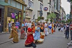 Hare Krishna (Amrico Aperta) Tags: street city cidade dance europa europe hungary raw streetperformers capital budapest eu east h rua magyar dana leste budapeste hungria ue harekrishna magyarorszg eastward europadeleste lesteeuropeu panasonicdmcgf1 amricoaperta