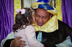 Un regalito para el Rey (Juan Ig. Llana) Tags: niña afc baltasar reymago astrabudukofotoclub astrabuduacabalgatadereyes2014