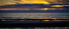 Sur un banc de sable. (Alexandre LAVIGNE) Tags: light mer nature night photography photo pentax lumière nuit plage couchédesoleil ambiance bancdesable pentaxk20d louisengival format2351 smcpentaxda12850135mmsdm format235