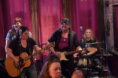 Elana Harte & Stiletto Flats live 22