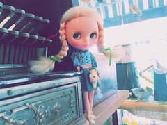 Yes we 💙💙💙💙💙 it here!!! Food is delicious and filled with #pretty #antique finds 😊, my kind of #happyplace. #love #blythe #kennerblythe #vintage #doll #ブライス #人形 #TsilliGirls