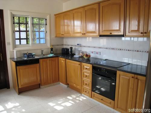 Cozinhas com armário de madeira