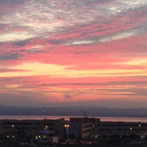 Atardecer desde el futuro Mirador del Alto de la Casilla. Las nubes rosadas son el efecto del reflejo del color de la Laguna Salada de Torrevieja. // View of the sunset. The pink clouds are reflection of the Torrevieja Salt Lake. Good morning, followers!
