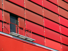 Rote Front (MKP-0508) Tags: red paris rot wall architecture rouge rojo wand mur rood fassade museduquaibranly hausfassade cmwd cmwdred