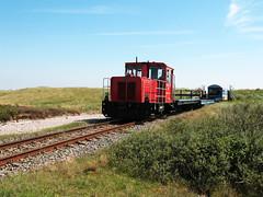 09-08-05 Wangerooge Saline - Westende 399 107 - 2 - 03 (tramfan239) Tags: db wangerooge deichtor 399 diesellok westende sonderzug 1000mm inselbahn schöma schmalspurbahn