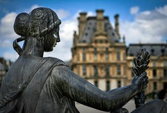 Statue, Jardin des Tuileries (Renate Flynn) Tags: sculpture paris france statue architecture 50mm daylight louvre canonrebelxt shallowdepthoffield museedulouvre may2011 paris2011 renateflynn