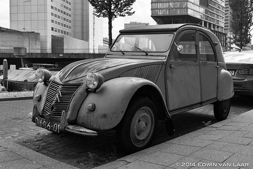 "Rotterdam, May 2014 - Citroën 2CV (1961) • <a style=""font-size:0.8em;"" href=""http://www.flickr.com/photos/53054107@N06/14082398197/"" target=""_blank"">View on Flickr</a>"