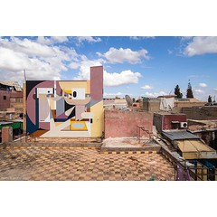 Using colour tone and structure from the environment @alexeyluka's fantastic mural in #Marrakesh #Morocco for #mb6streetart and the #marrakechbiennale. #wallkandy #art #streetart #graffiti #alexeyluka #fb #f #t #p #mural #marketplace (Photos © Ian Cox - Wallkandy.net) Tags: wallkandy art photography ian cox gallery street graffiti document streetart canon alexeyluka marrakesh morocco 2016