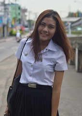 pretty university student (the foreign photographer - ฝรั่งถ่) Tags: aug152015nikon pretty university student young woman phahoyolthin road bangkhen bangkok thailand nikon d3200