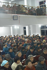 Kerkdienst 2 (Frans Schellekens) Tags: china church countryside cross religion churches service mis kerk gebouw vrouwen anhui kruis platteland believers religie kerken kerkdienst gelovigen