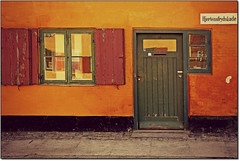Quando Sei a Copenhagen... (rogilde - roberto la forgia) Tags: door travel windows light vacation italy home canon copenhagen casa hp italia vision porta luci colori luce italians vocation danimarca