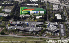 Clean Cloud Message In The Air Over Google (Greenpeace USA 2015) Tags: california usa google technology unitedstates greenpeace airship paloalto climate menlopark facebook coolit quitcoal unfriendcoal renewableenergyenergyrevolution clickclean