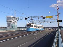 Tramwaj (magro_kr) Tags: street bridge gteborg sweden gothenburg transport tram most transit vehicle sverige tramway goteborg tramwaj goeteborg vstragtaland 334 szwecja ulica komunikacja pojazd vastragotaland