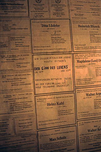 "Filmwerbe-Dia ""Der Sinn des Lebens"" (01) • <a style=""font-size:0.8em;"" href=""http://www.flickr.com/photos/69570948@N04/19349154434/"" target=""_blank"">View on Flickr</a>"