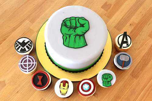 Super Hero Avenger Cupcakes and hulk cake