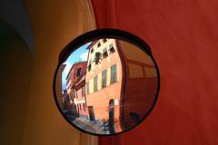 Piccolo mondo antico (meghimeg) Tags: 2017 lavagna arco arch specchio mirror spiegel riflesso reflex palazzi building colori colors rosso red