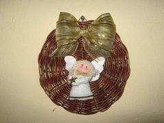 Enfeite de Natal para porta (MiscelâneaRio) Tags: navidad noel recycling reciclagem decoração artesania reciclaje trabalhosmanuais vime enfeitedenatal artesanatodenatal handmadecrhistmas