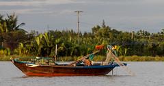 Morning fishing (Keith Mulcahy) Tags: morning woman man net river landscape morninglight fisherman vietnam hoian fishingboats canon70200mmf28 canon5dmk3 july2013 keithmulcahy blackcygnusphotography ppa7a0 ppd56c