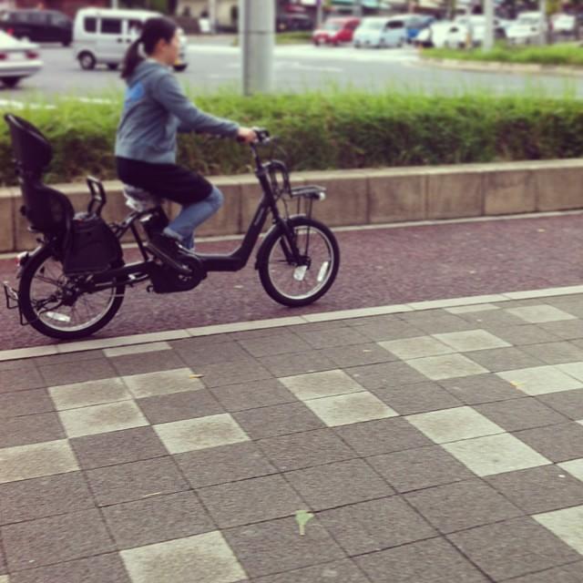 走るとこんな感じ☆低空飛行!#eirin #panasonic #ギュットアニーズ #電動アシスト自転車