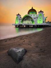 STRAITS MOSQUE, MALACCA [explored] (nelza jamal) Tags: sunset seascape sunrise landscape melaka masjid malacca selat leefilter straitsmosque nelzajamal vision:sunset=0705 vision:outdoor=0928 vision:sky=0588