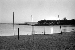 Cabio (trabancos) Tags: bw byn film praia beach canon 50mm diy playa bn galicia galiza 18 rodinal ilford fp4 25mm cabio av1 pobra caramial barbanza trabancos believeinfilm