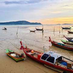 wait for the right time to go out... (PONGPRUK K.) Tags: phuket thailand boat sea thailandonly thailandallshot amazingthailand thailandluxe thailandtrip visitthailand lovethailand unseenthailand travelthailand