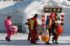 Off with their heads (10b travelling) Tags: 10btravelling 2016 asia asie asien carstentenbrink china chine chinese harbin haerbin heilongjiang iptcbasic icefestival prc peoplesrepublicofchina art costume dancers expo festival head ice international mascots north northeast northern sculpture snow tenbrink 中华人民共和国 中国 哈尔滨