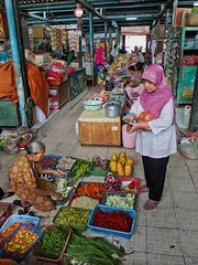 Yogya Market III (Jhaví) Tags: yogyakarta indonesia asia sothestasia trip explore streetphoto market women mujeres vendedora java