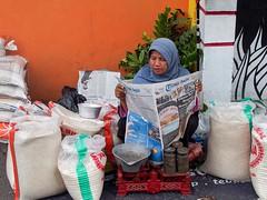 Yogya Market II (Tribun Yogja) (Jhaví) Tags: yogjakarta indonesia java asia sothestasia travel explore market woman mujer vendedora arroz rice mercado yogya streetphoto