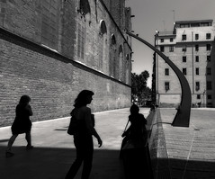 Shadows (donatadag) Tags: barcelona light white black monument canon square spain europe shadows bn
