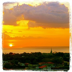 Ah, o pôr-do-sol... tão manjado mas tão bonito... sempre. (Marquinho Mendonca) Tags: square squareformat lordkelvin iphoneography instagramapp uploaded:by=instagram