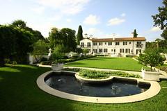 (eflon) Tags: fountain grass gardens ga garden georgia island exterior crane cottage jekyll bldg thecrane
