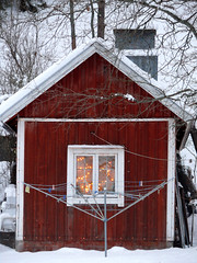 15th DEC | Little Cottage in Winter Wonderland (Toni Kaarttinen) Tags: christmas xmas winter house holiday snow window suomi finland season lights finnland december advent snowy cottage yule adventcalendar finlandia holidayseason フィンランド finlande finlândia finnország finlanda finlàndia финляндия finnlando فنلندا