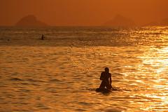 Stand up paddle (adelaidephotos) Tags: sunset sea summer brazil praia beach rio brasil riodejaneiro islands mar dusk pôrdosol verão sup archipelago paddlesurf arpoador entardecer ilhas tijucas arquipélago standuppaddle mariaadelaidesilva