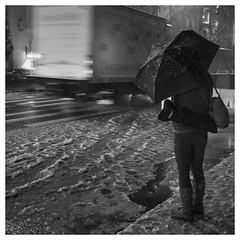 umbrella & woman (dongga BS) Tags: street newyorkcity schnee blackandwhite bw snow ny newyork square streetphotography olympus sw schwarzweiss ny2012 streetofnewyork qudratisch