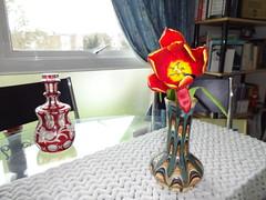 Tulipe in vase, home (Julie70 Joyoflife) Tags: flowers london spring fevrier photostroll photojuliekertesz midfebruary springwalksinlondon springflowersinfebruary