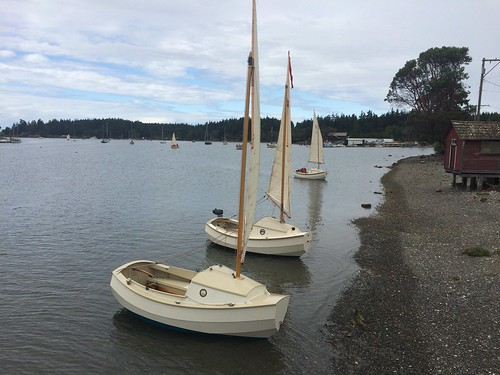 IMG_2595 - Nordland WA - Nordland General Store pier - 2015 Red Lantern Rally - ice cream race - SCAMPs along the beach - near to far - SCAMP-1, SCAMP-XX SKOL, SCAMP-11 NODDY