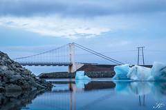 Jökulsárlón_MG_5076 (Svenja Kalus) Tags: jökulsárlón island iceland see gletscherlagune glacier lagoon gletscher brücke landschaft architektur eis eisschmelze sonnenaufgang morgens blau blue sea brigde ice sunrise silence