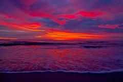 Sunrise in the Sea (Wal Wsg) Tags: sunrise sea sunriseinthesea amaneceenelmar amanece mar agua water colores colors canoneosrebelt3