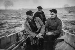 PEM-ROG-00090 Tre menn i båt