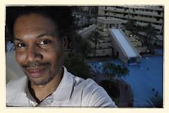 Another 118/365: NOW it's a vacation! (malik ml williams) Tags: selfportrait lasvegas speedlight sb800 365days strobist another365 snapseed