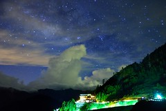 Starry Night at Mt. Hehuan (Vincent_Ting) Tags: sunset sky mountain night clouds sunrise star glow taiwan trails galaxy flare moonlight formosa   crepuscularrays startrails milkyway                         vincentting seaofclous   hthehuan
