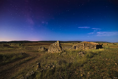 Barracas (je550) Tags: longexposure canon tokina ruinas cielo estrellas nocturna f4 6d largaexposicion 1628 vialactea