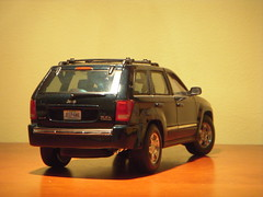 2005 Jeep Grand Cherokee 1:18 Diecast by Maisto (PaulBusuego) Tags: 2005 usa green scale sports car wheel metal by america toy thailand four drive miniature us model jeep 4x4 4 rear detroit 4wd utility grand special collection plastic made domestic american vehicle dodge cherokee wk hemi chrysler ram suv limited edition dakota durango awd commander 57 118 daimlerchrysler diecast maisto srt8