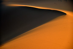 Arena y luz. (Victoria.....a secas.) Tags: sand desert dune arena desierto duna marruecos ergchebbi