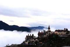 2013-11-02 17.19.26 (pang yu liu) Tags: 2013 11 nov travel 十一月 南投 清境 風景 d600 mist 山嵐 cloud fog day scenery weather